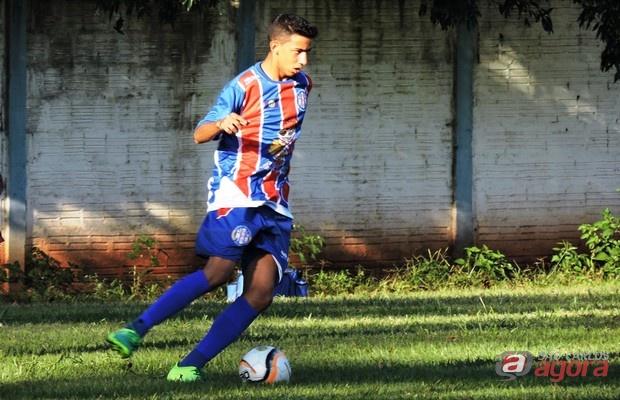 Lateral-esquerdo é uma das apostas da equipe de Valdir Robles. Foto: Gustavo Curvelo/Divulgação -