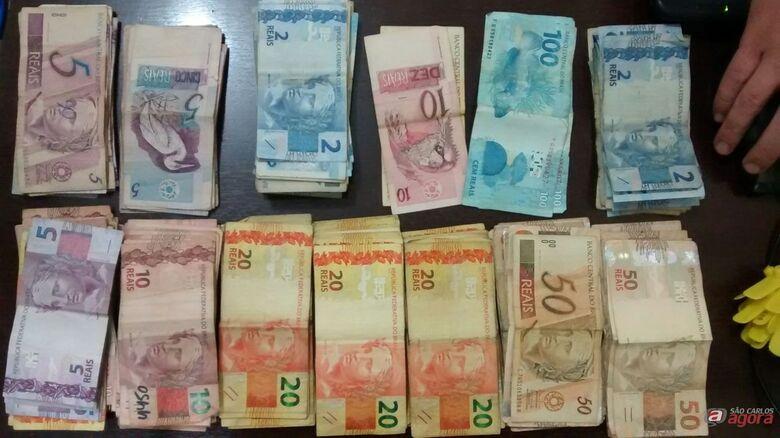 Força Tática encontra droga e dinheiro em residência no Santa Angelina -