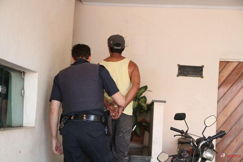 Pedreiro flagra homem furtando casa em construção no Jardim Alvorada -