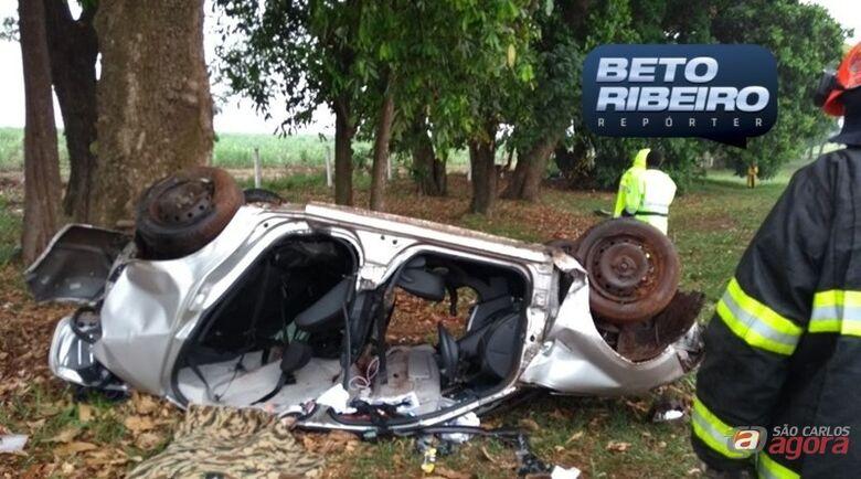 Capotamento mata duas mulheres em estrada da região -