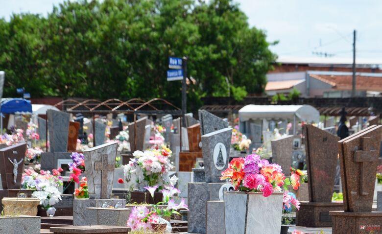 Limpeza de túmulos para o Dia de Finados poderá ser feita até quarta-feira -