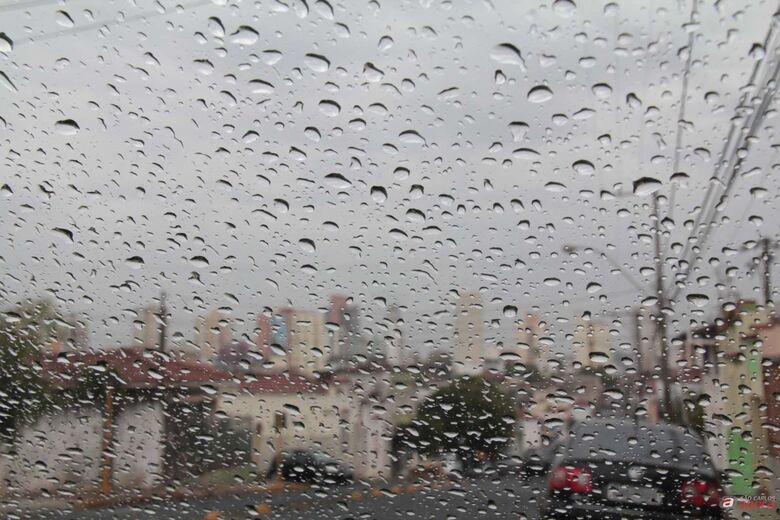 Semana começa chuvosa; confira a previsão do tempo -