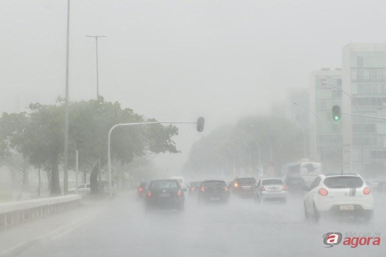 Aplicativo alerta para tempestades em tempo real -