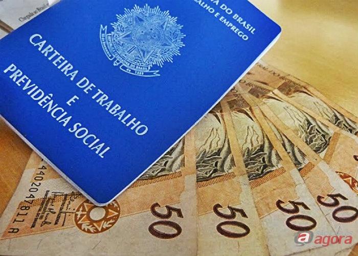 Governo revê de R$ 969 para R$ 965 previsão para o salário mínimo -