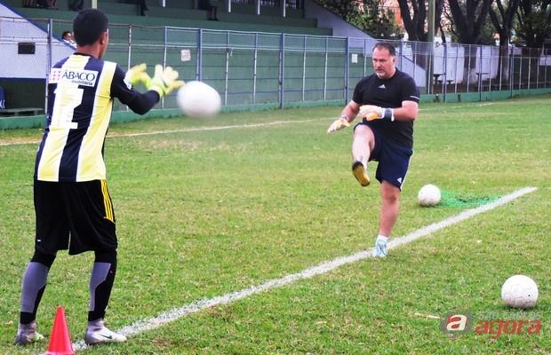 Lobão aposta em metodologia dinâmica de treinos com a contratação de Júlio César. Foto: Gustavo Curvelo/Divulgação -