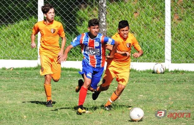 Time sub16 do Lobão enfrentou o Raça no Chico Preto, mas a partida não terminou. Foto: Gustavo Curvelo/Divulgação -