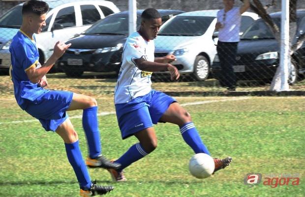 Com Rychard [de branco], defesa do Grêmio sofreu apenas dois gols em oito partidas. Foto: Gustavo Curvelo/Divulgação -