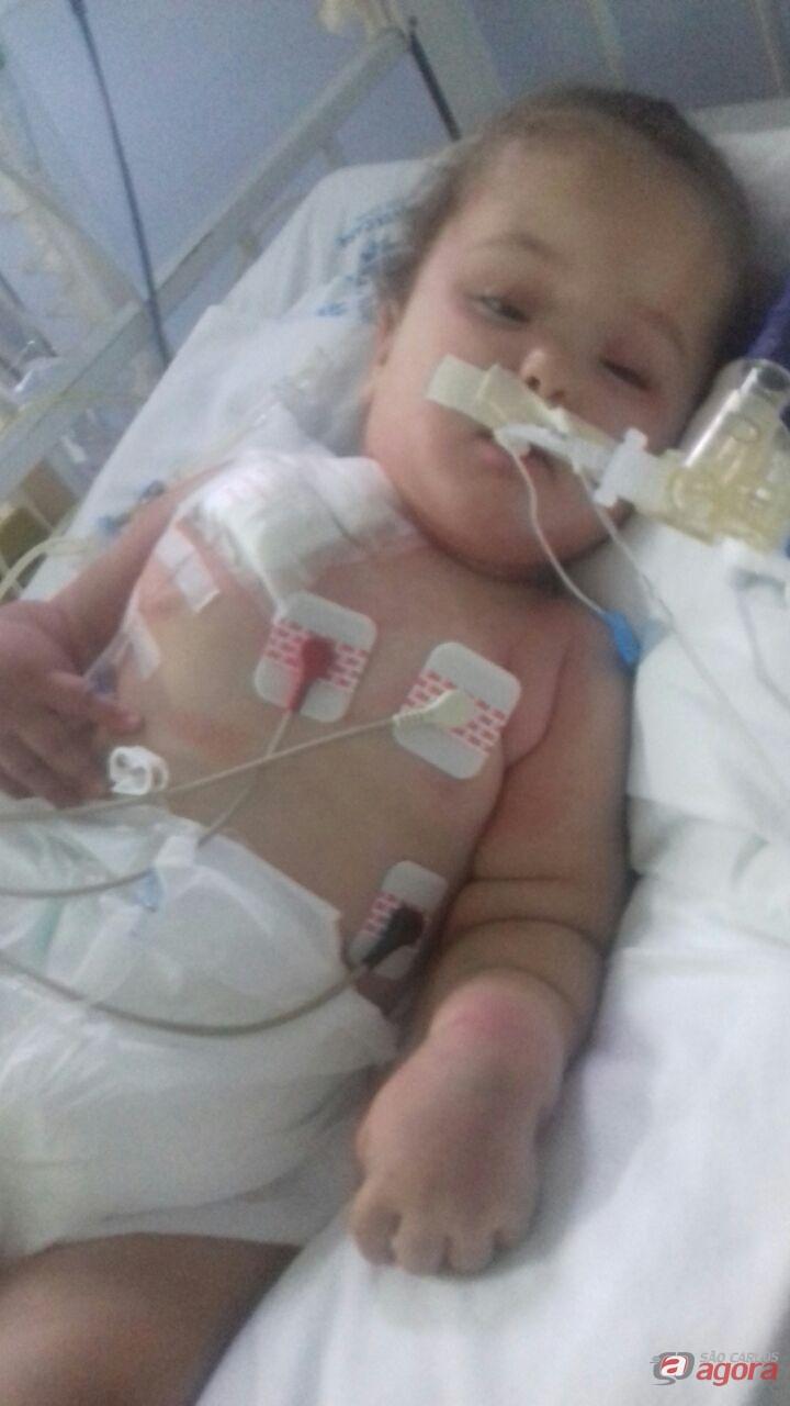Criança internada na UTI com meningite precisa de doadores de sangue O negativo -