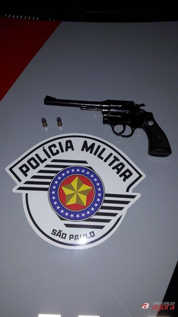 PM encontra revólver em veículo durante abordagem no Antenor Garcia -