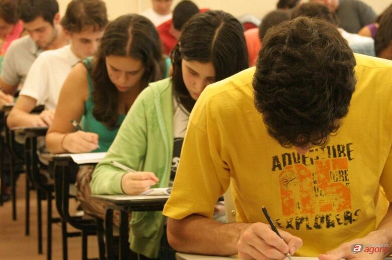 Enem: candidatos devem ficar atentos aos horários das provas para evitar atrasos -