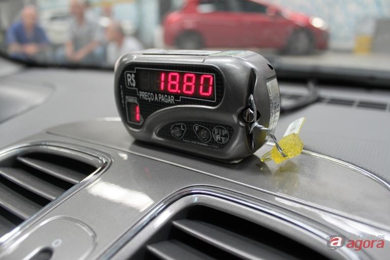 Alerta aos taxistas: homem tenta aplicar golpe com recarga de celular -
