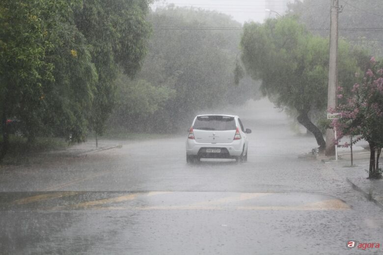 Defesa Civil alerta para possibilidade de chuva acompanhada de raios -
