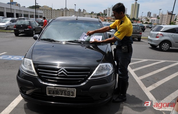 Agentes de Trânsito vão fiscalizar vagas de idosos e deficientes no Shopping Passeio -