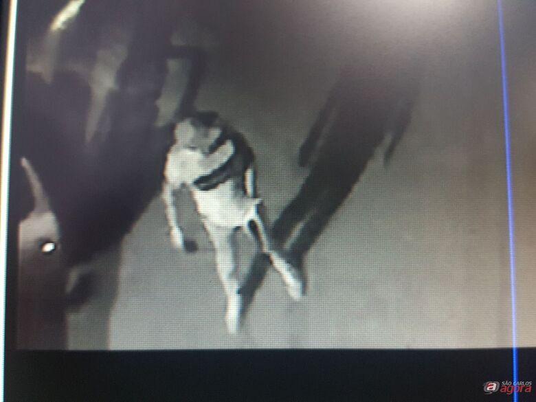 Alerta: bandidos em Peugeot escuro estão praticando assaltos na região do Santa Felícia -