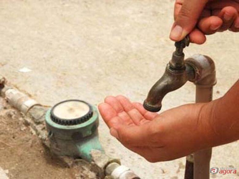 Moradores do Jockey e Hikare reclamam de falta de água -