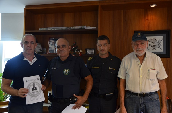 Guardas municipais recebem homenagens -