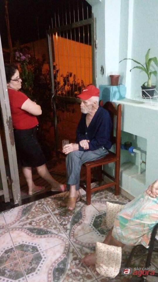 Procura-se família de idoso que está perdido no Santa Felícia -