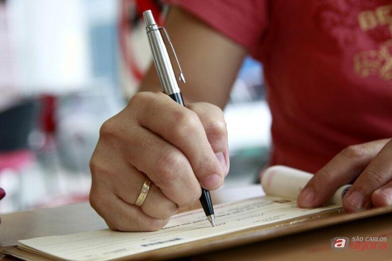 Febraban faz alerta para data em cheques preenchidos após a virada -