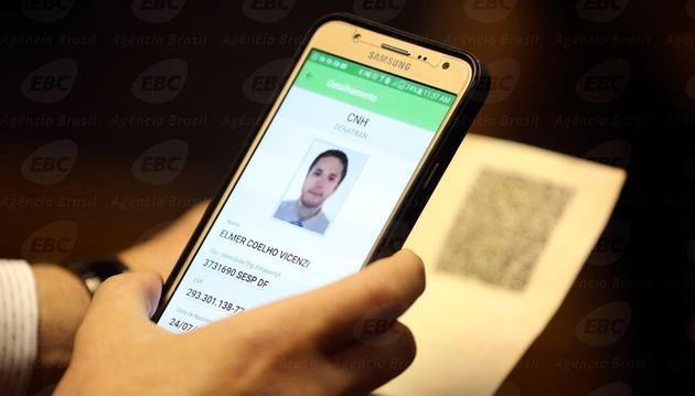 Motoristas brasileiros terão CNH na versão digital a partir de fevereiro -