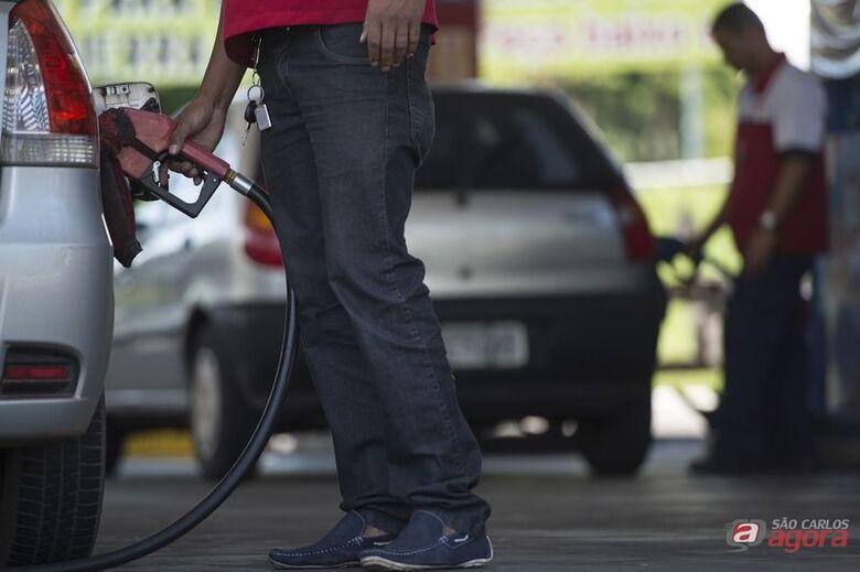 Preços da gasolina e do diesel diminuem hoje nas refinarias -