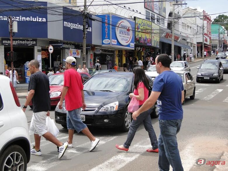 Comércio de rua fica fechado nesta terça-feira (02) -