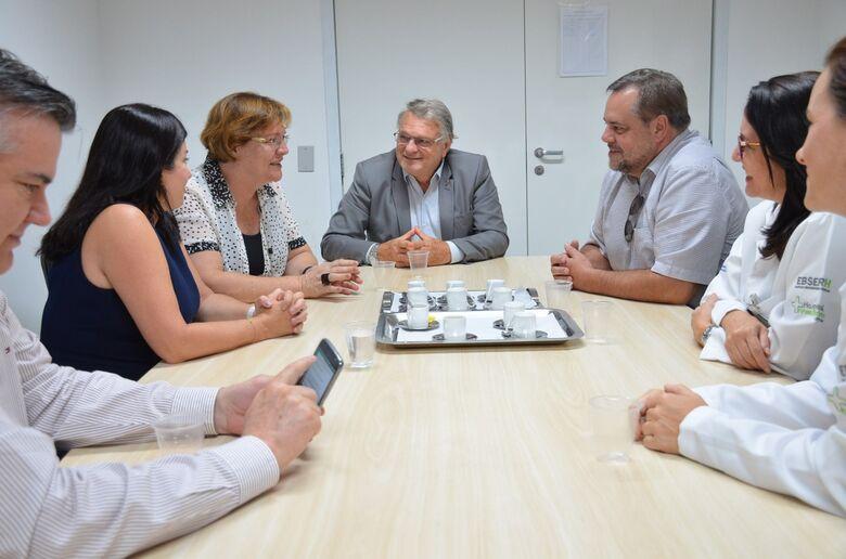 Reitora da UFSCar e a Superintendente do Hospital conversaram com Lobbe Neto sobre a finalização das obras do HU - Crédito: Divulgação