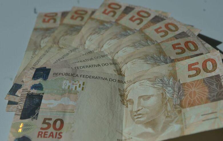 Segundo o indicador, no mês de fevereiro foi registrado um aumento de 2,71% no volume de inadimplentes - Crédito: Marcello Casal Júnior/Agência Brasil