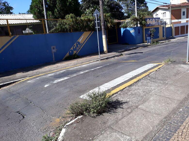 Faixa que fica em frente da UBS Vila Nery praticamente nem existe mais - Crédito: Divulgação
