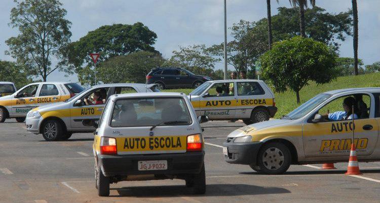 A novidade da resolução está na distribuição das cargas horárias dos cursos nas auto-escolas - Crédito: Foto: Agência Brasil