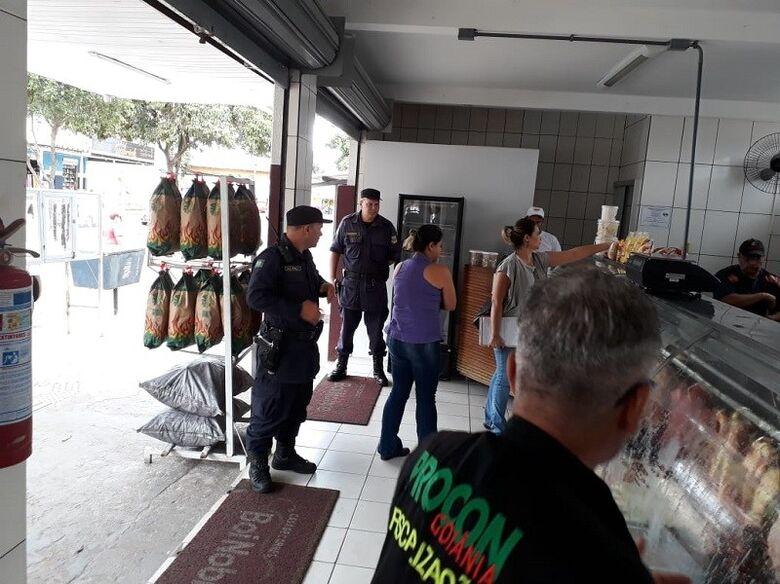 Quatro açougues foram interditados, um deles dentro de um supermercado. Um empresário chegou a ser detido em flagrante - Crédito: Procon/Goiânia