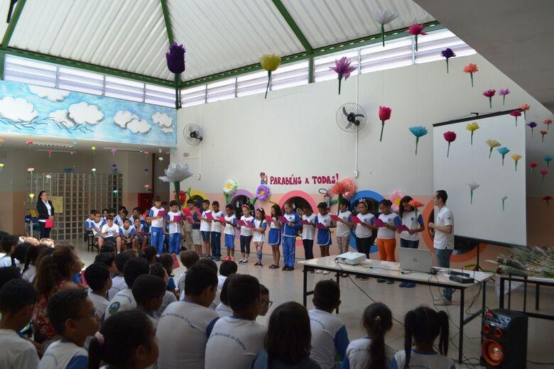 Os alunos dos 3º, 4º e 5° anos apresentaram jogral, cantaram músicas e declamaram poemas - Crédito: Divulgação