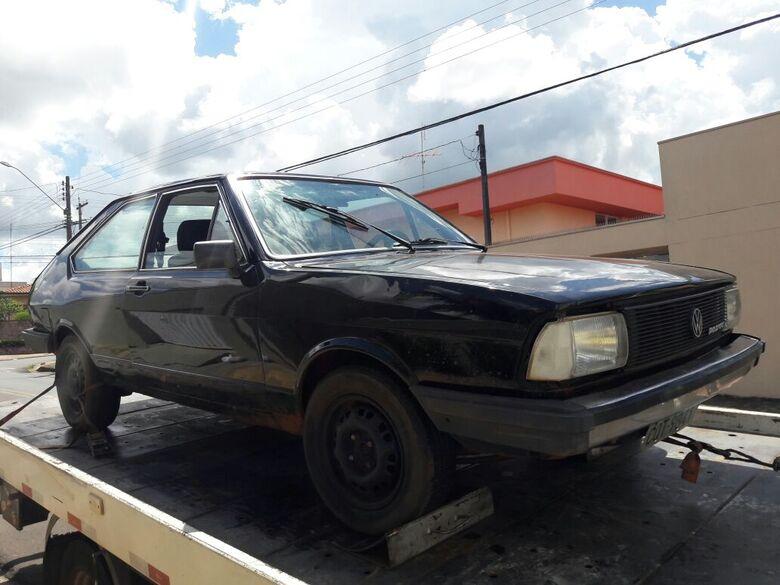Passat estava abandonado na Avenida Capitão Luiz Brandão - Crédito: Maycon Maximino