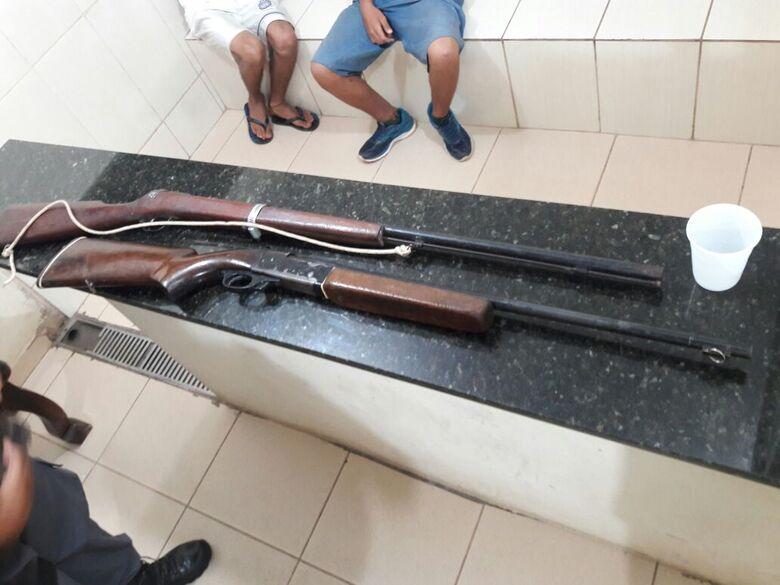 Arma artesanal e carabina são apreendidas em fazenda na estrada de Brotas - Crédito: Maycon Maximino