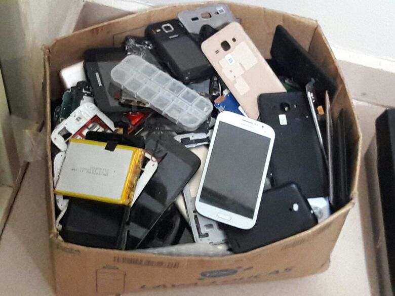 PM encontra vários celulares furtados e peças de aparelhos em residência no Jardim Bandeirantes - Crédito: Maycon Maximino