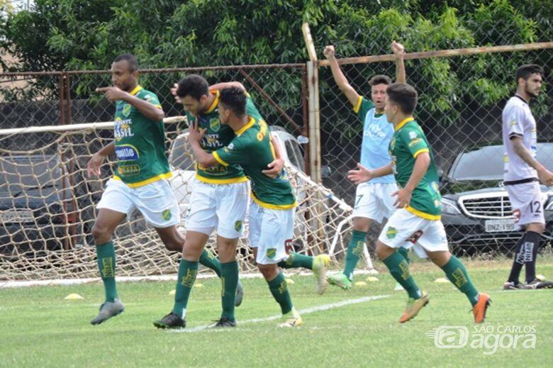 Jogadores do XV comemoram gol: time de Jaú bateu o Grêmio no Luisão - Crédito: Gustavo Curvelo/Divulgação