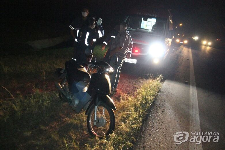 Com ferimentos pelo corpo, motociclista foi socorrido pelo Samu - Crédito: Maycon Maximino