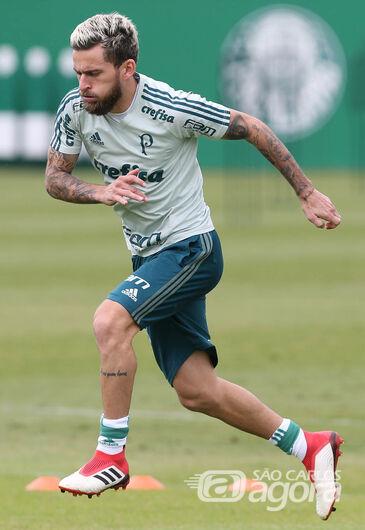 Lucas Lima está confirmado no meio campo palmeirense: meia ainda não embalou no clube - Crédito: Cesar Greco/Agência Palmeiras/Divulgação