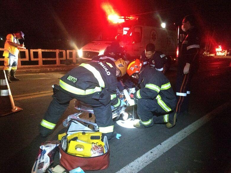 Acidente envolvendo duas motos e dois carros deixa jovem ferido na SP-215 - Crédito: Luciano Lopes