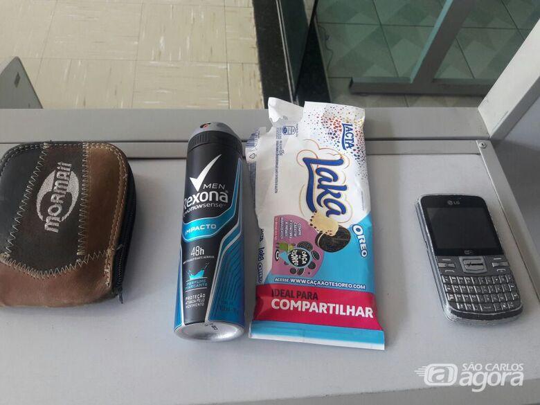 Os produtos detidos com o desocupado, que foi encaminhado ao 3º e 5º DPs - Crédito: Maycon Maximino