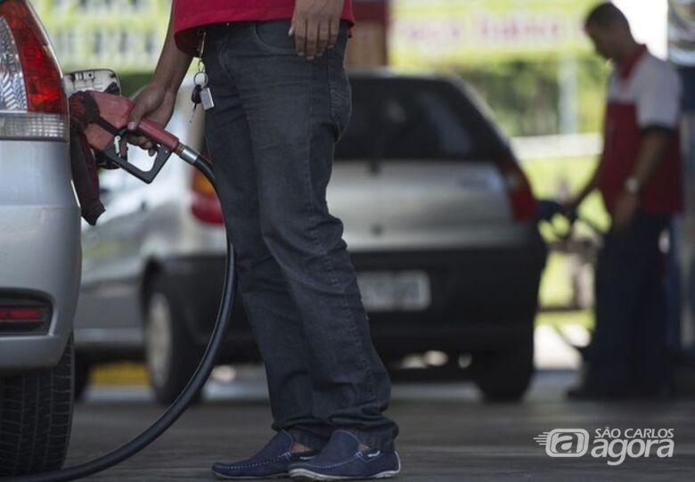 Com os reajustes, os valores do diesel e da gasolina irão, respectivamente, para 1,9988 e 1,7229 real por litro - Crédito: Marcelo Camargo/Agência Brasil