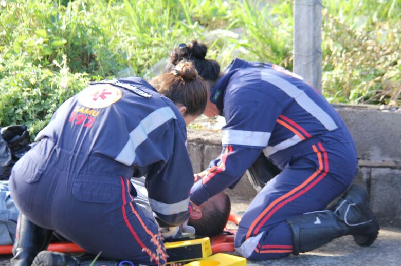 Ciclista necessitou ser socorrido até à Santa Casa - Crédito: Maycon Maximino