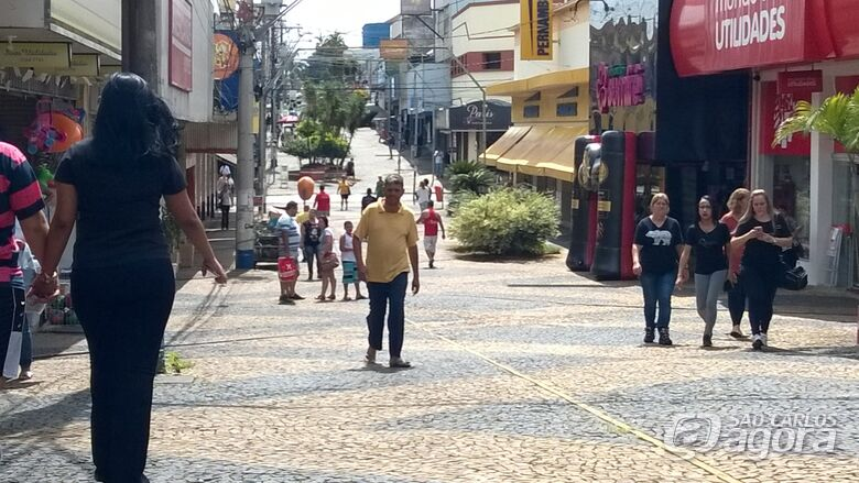 Comércio de São Carlos ficará aberto até às 22 horas na sexta-feira (20) -