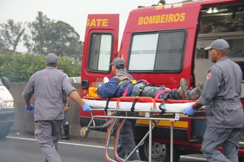 Piloto foi socorrido pela UR dos Bombeiros com ferimentos pelo corpo - Crédito: Maycon Maximino