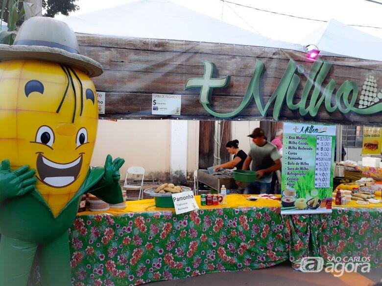 Com comidas típicas e shows musicais, festa reuniu milhares de pessoas no final de semana -