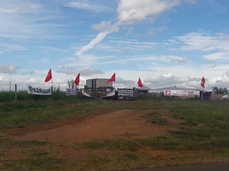 Integrantes de movimento social invadem fazenda da Embrapa em São Carlos - Crédito: Maycon Maximino