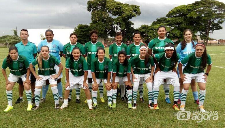 Equipe de Ibaté quer o título do regional de futebol feminino - Crédito: Divulgação