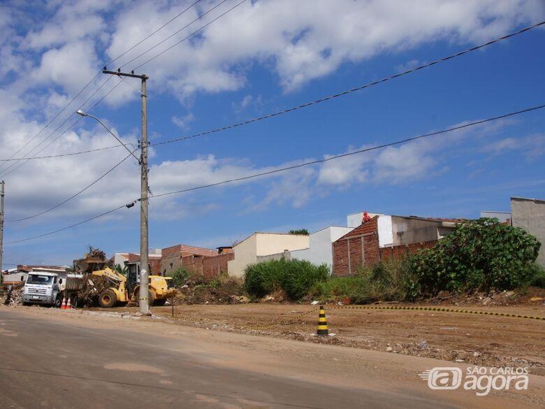 72 caminhões de lixo são retirados no primeiro dia de limpeza do Ecoponto do São Carlos VIII -