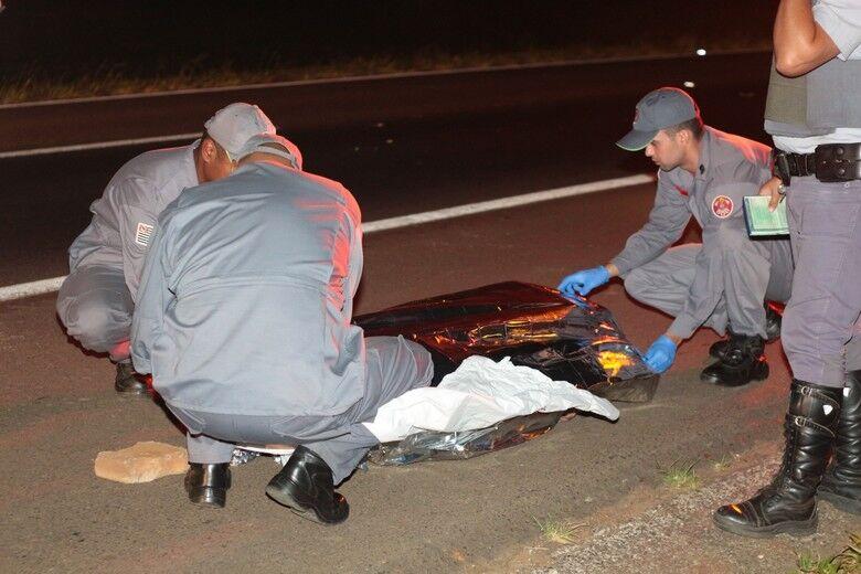 Adolescente morre atropelada por caminhão na W.L. após sair de casa de eventos - Crédito: Marco Lúcio