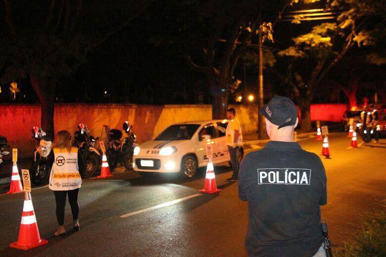 Várias pessoas são multadas e homem é preso durante Operação Direção Segura - Crédito: Maycon Maximino