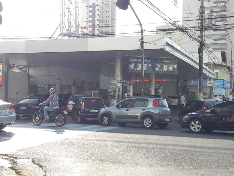 Movimento nos postos é tranquilo; alguns estabelecimentos ainda tem combustível - Crédito: Maycon Maximino